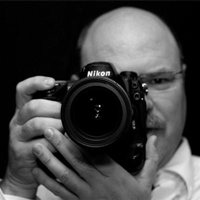 Portrait Dieter Hess mit Kamera
